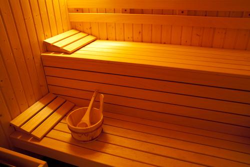 die eigene sauna im badezimmer. Black Bedroom Furniture Sets. Home Design Ideas