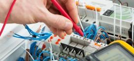 Elektriker beim Hausbau